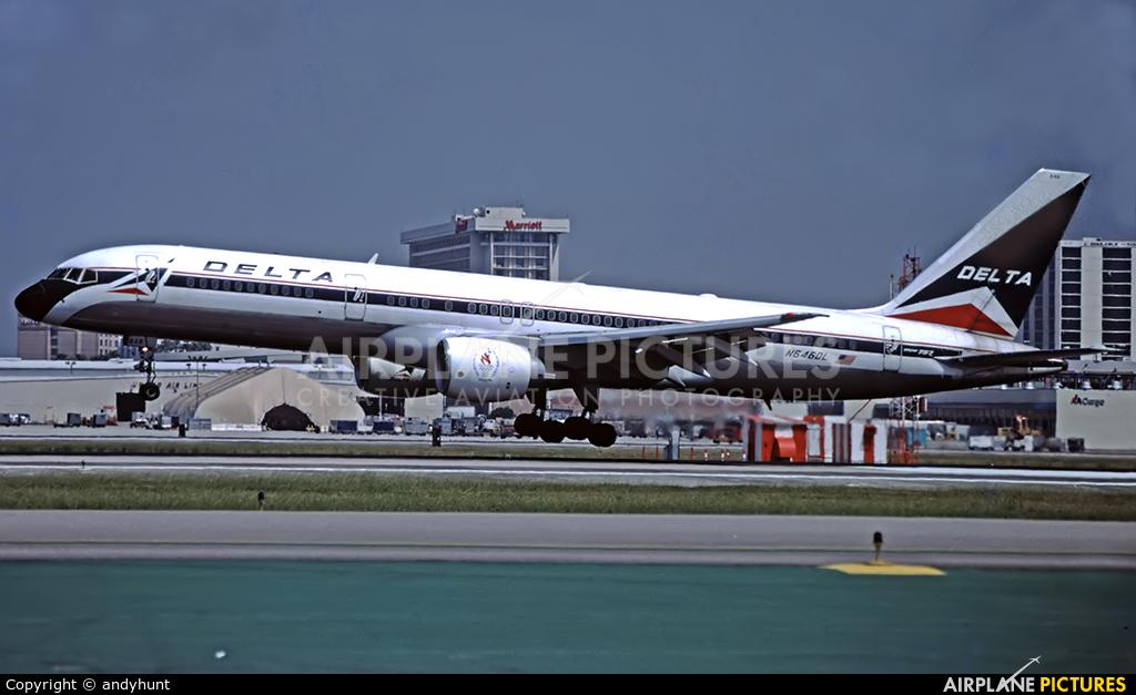 Delta Air Lines N646DL aircraft at Los Angeles Intl