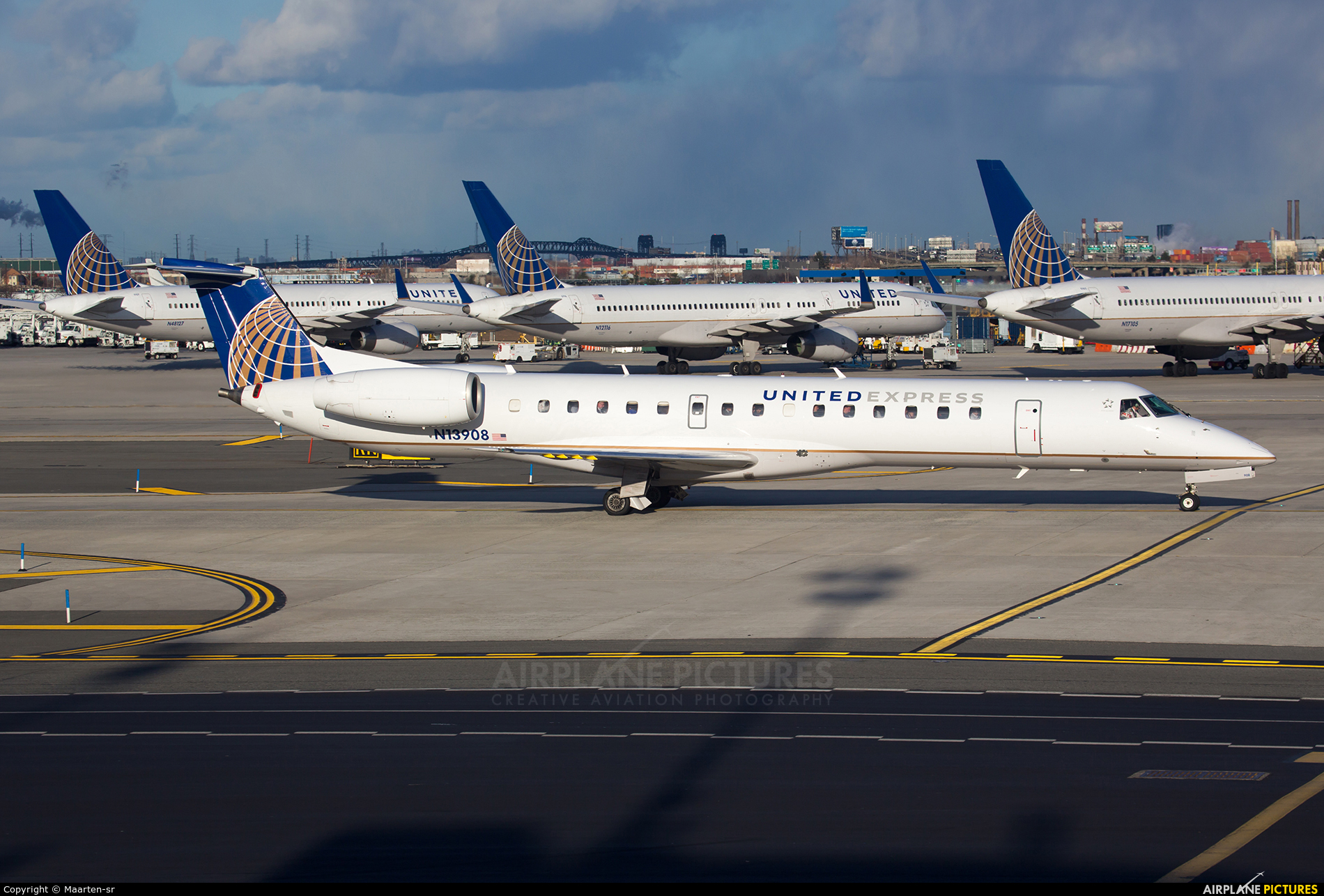 United Express - aircraft at Newark Liberty Intl