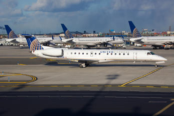 - - United Express Embraer EMB-145