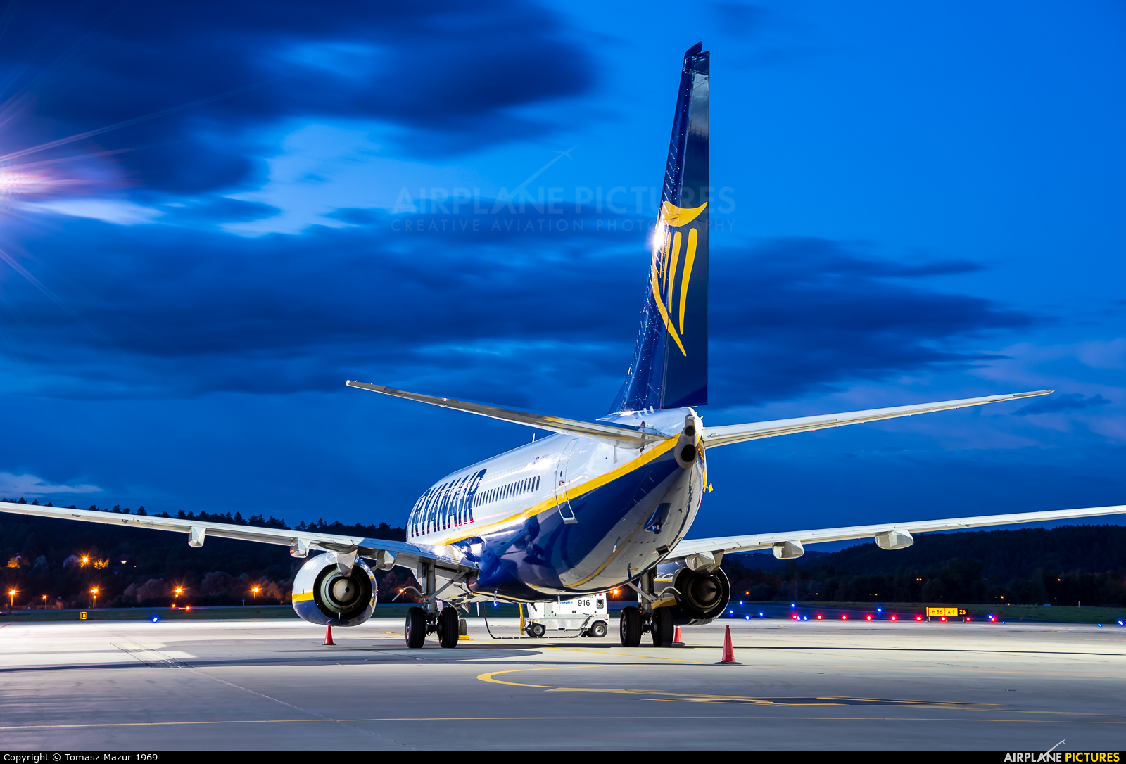 Ryanair Sun SP-RKW aircraft at Kraków - John Paul II Intl