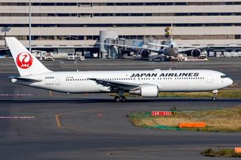 JA8988 - JAL - Japan Airlines Boeing 767-300ER