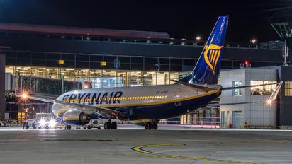 EI-EKN - Ryanair Boeing 737-800