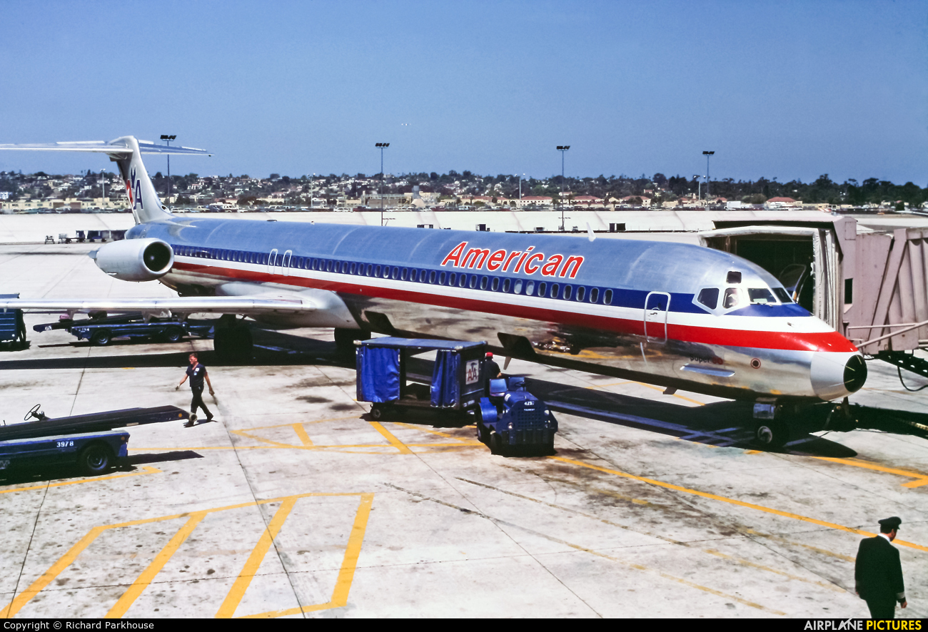 American Airlines - aircraft at San Diego - Lindbergh Field
