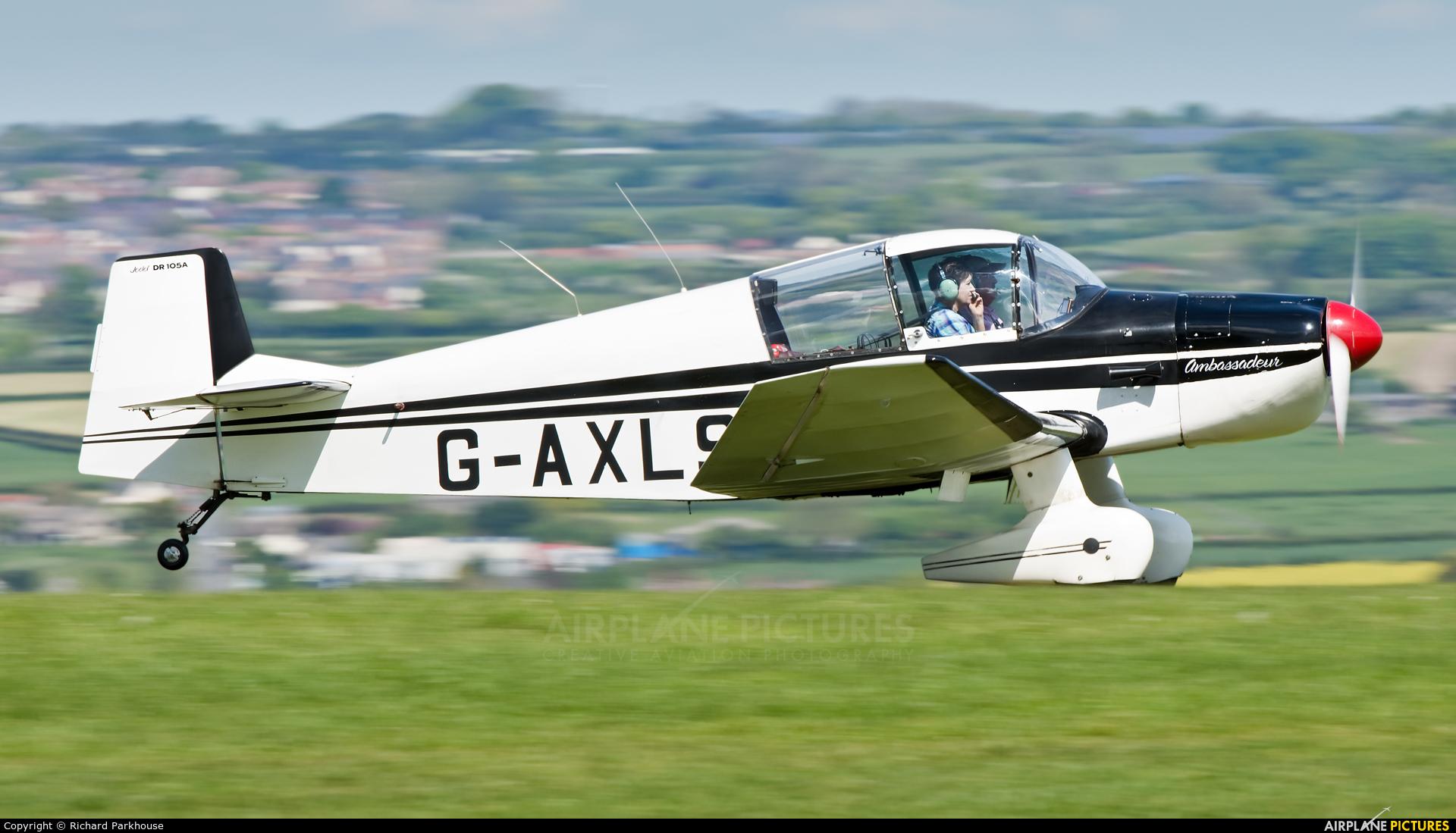 Private G-AXLS aircraft at Compton Abbas