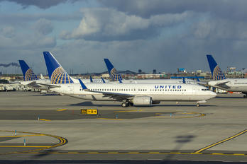 N33292 - United Airlines Boeing 737-800