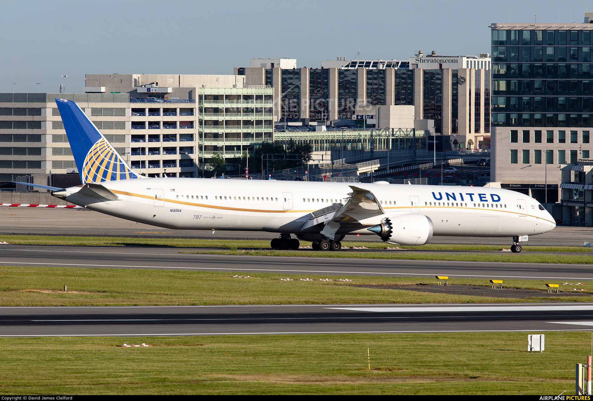 United Airlines N12004 aircraft at Brussels - Zaventem