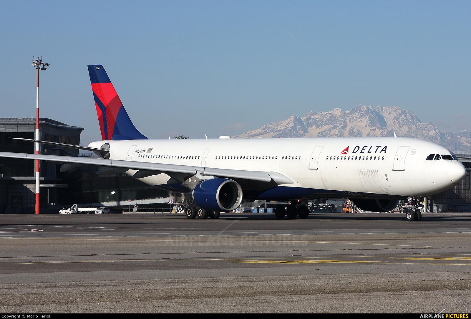 Delta Air Lines N821NW aircraft at Milan - Malpensa
