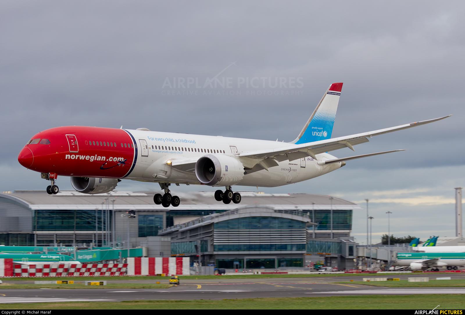 Norwegian Air International LN-LNT aircraft at Dublin