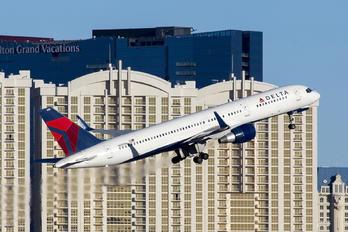 N689DL - Delta Air Lines Boeing 757-200