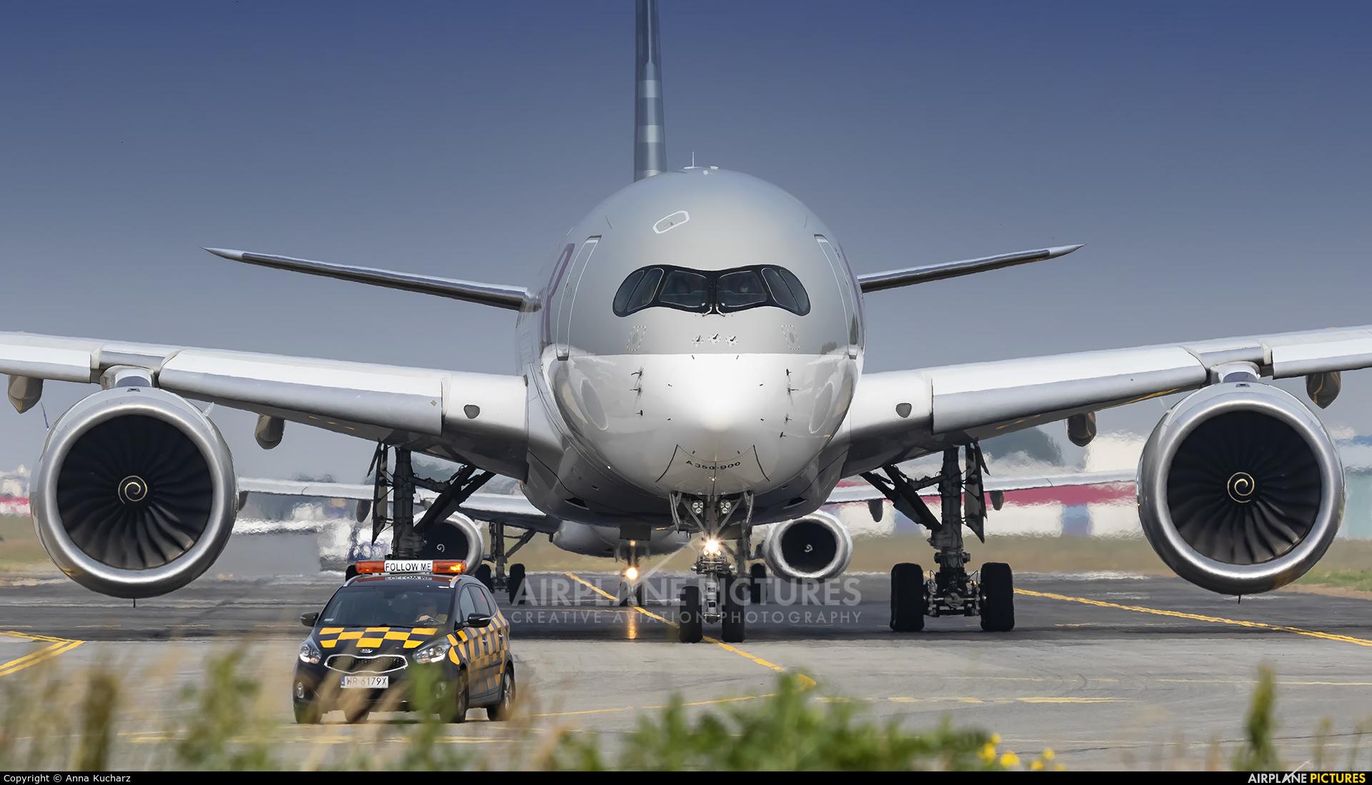 Qatar Airways A7-ALF aircraft at Warsaw - Frederic Chopin