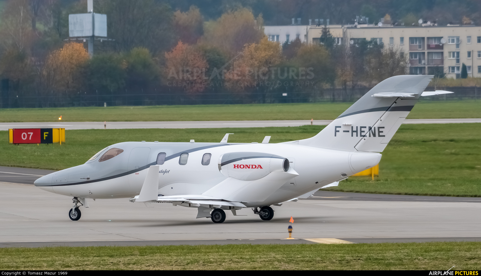 Private F-HENE aircraft at Kraków - John Paul II Intl
