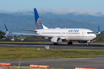 N77510 - United Airlines Boeing 737-800