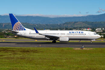 N37253 - United Airlines Boeing 737-800