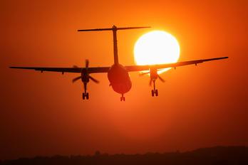 - - LOT - Polish Airlines de Havilland Canada DHC-8-400Q / Bombardier Q400