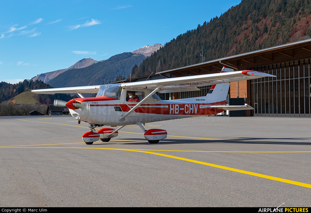 Private HB-CHV aircraft at Saanen