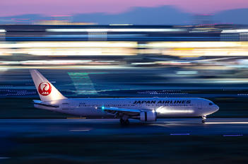 JA615J - JAL - Japan Airlines Boeing 767-300