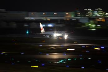 JA658J - JAL - Japan Airlines Boeing 767-300ER