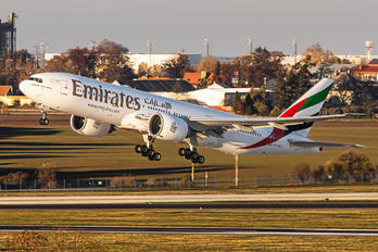 A6-EWC - Emirates Airlines Boeing 777-200LR