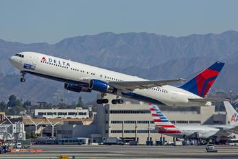 N139DL - Delta Air Lines Boeing 767-300