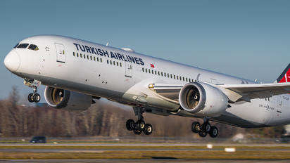 TC-LLM - Turkish Airlines Boeing 787-9 Dreamliner