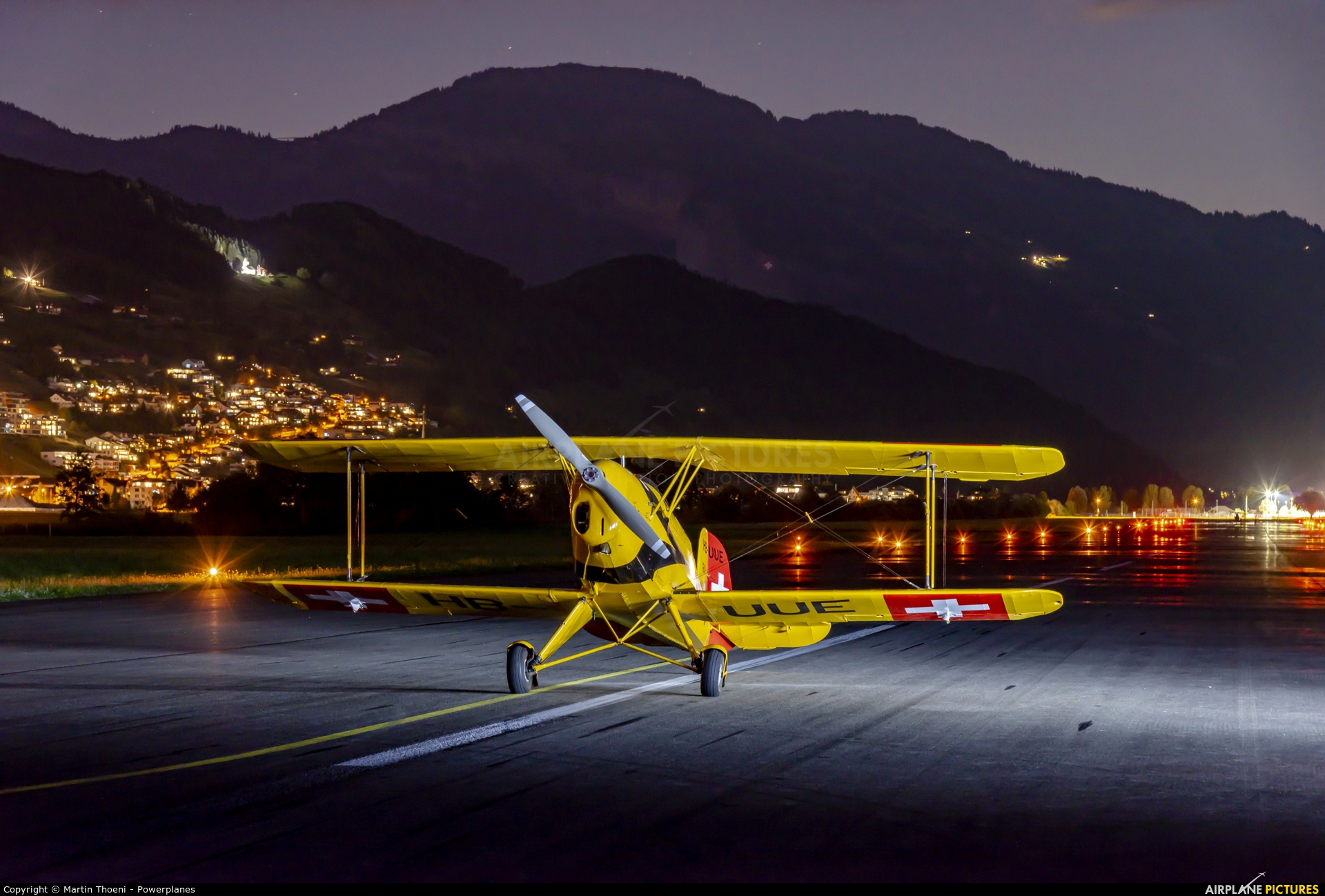 Private HB-UUE aircraft at Buochs