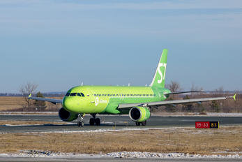VP-BRC - S7 Airlines Airbus A320