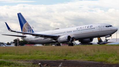 N37253 - United Airlines Boeing 737-800