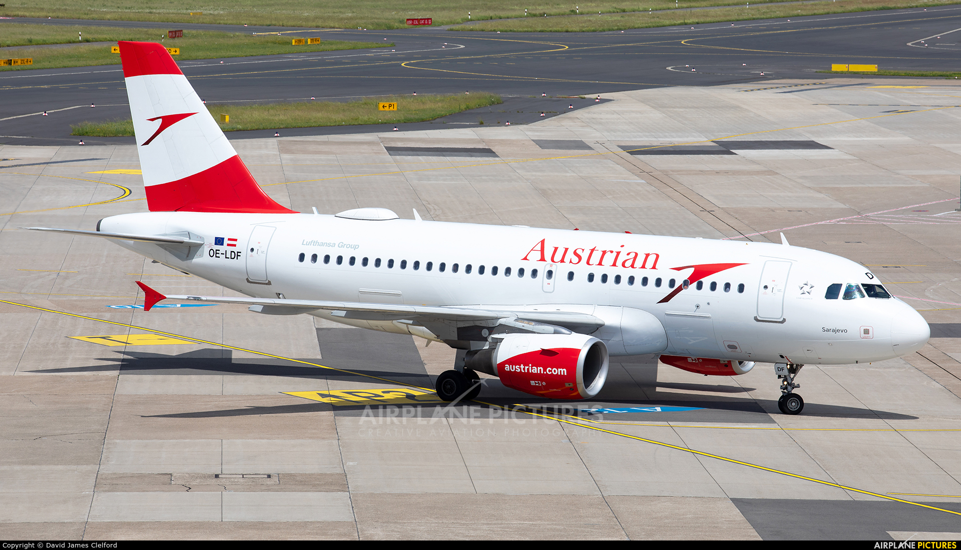 Austrian Airlines/Arrows/Tyrolean OE-LDF aircraft at Düsseldorf