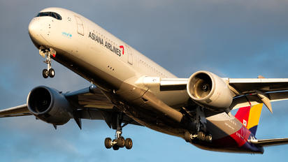 HL7578 - Asiana Airlines Airbus A350-900