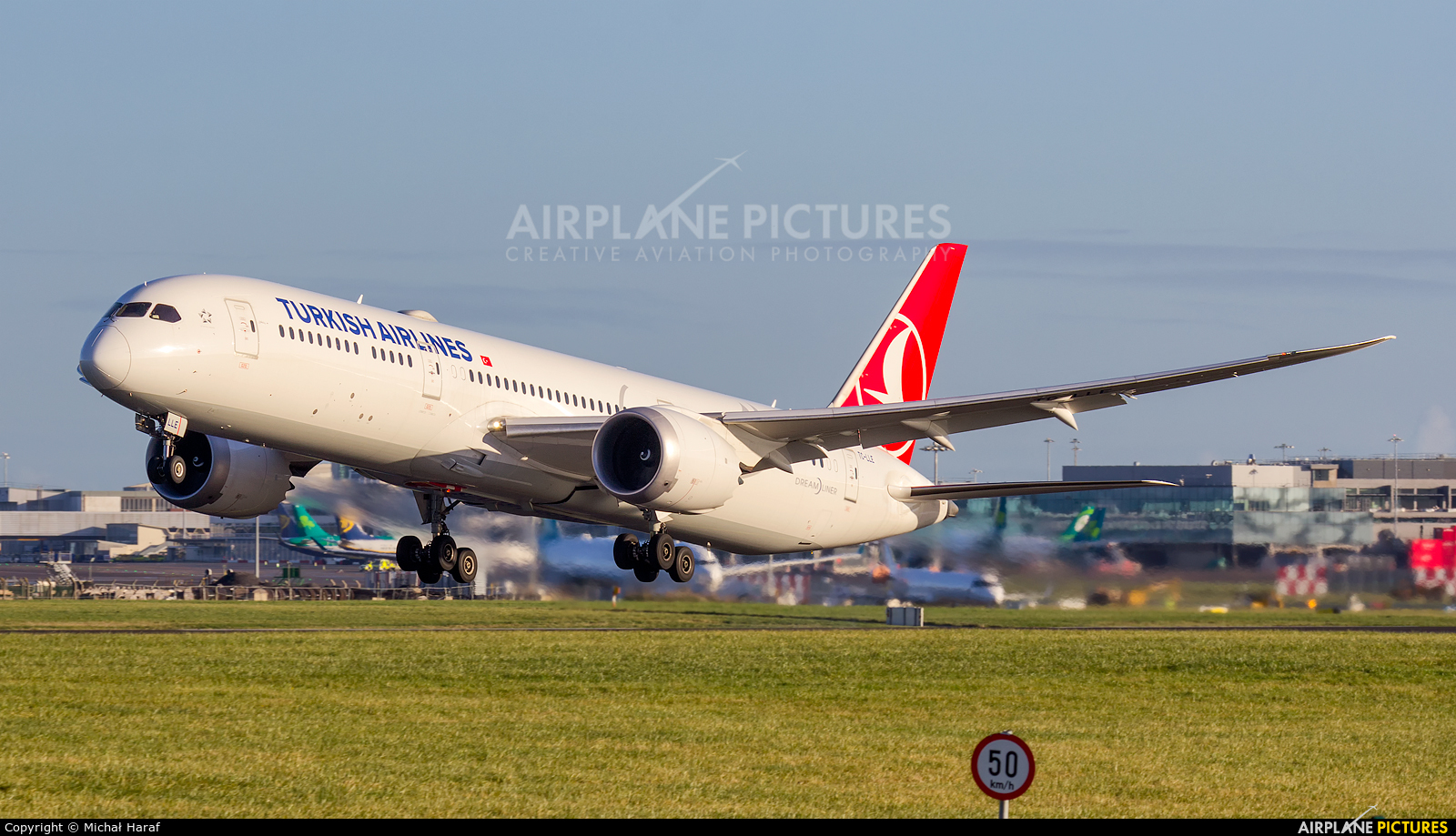 Turkish Airlines TC-LLE aircraft at Dublin