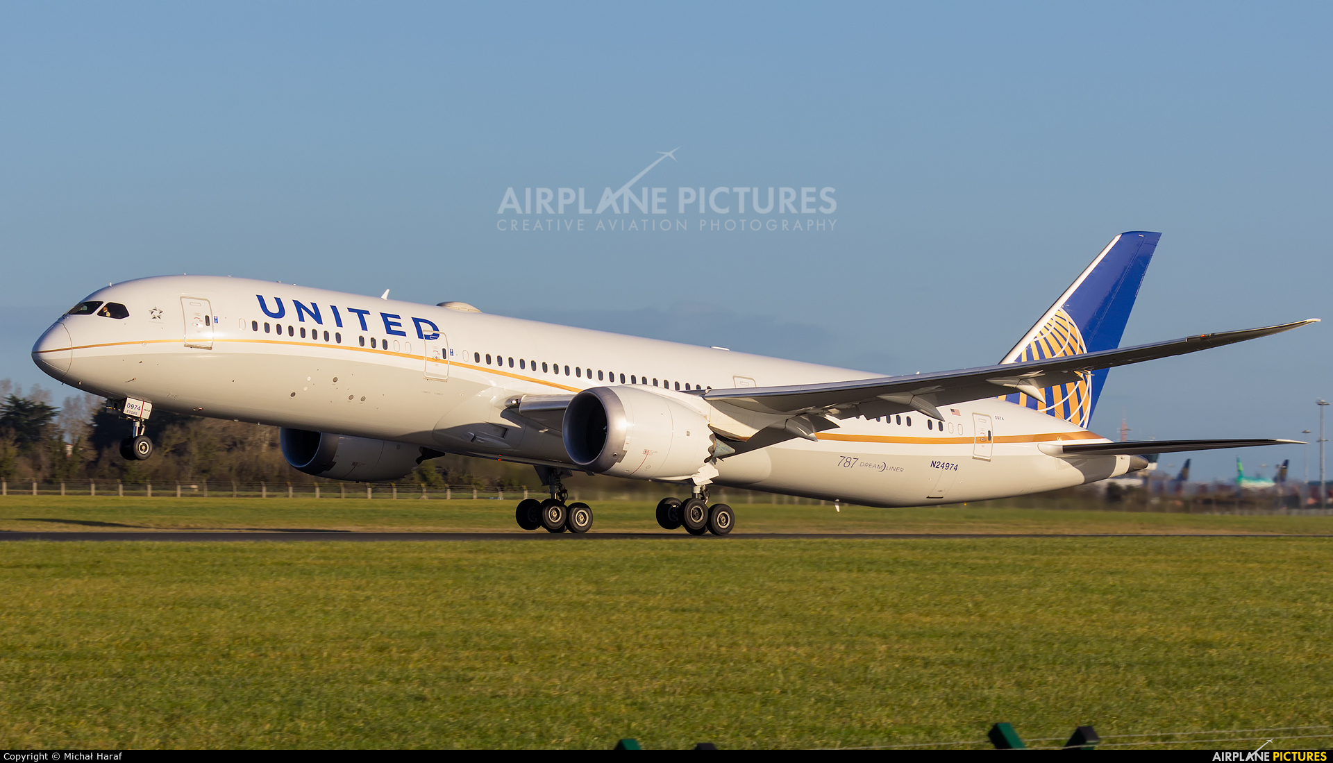 United Airlines N24974 aircraft at Dublin
