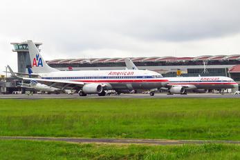 N867NN - American Airlines Boeing 737-800