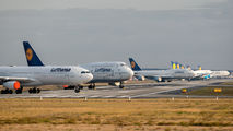 - - Lufthansa - Airport Overview - Runway, Taxiway aircraft