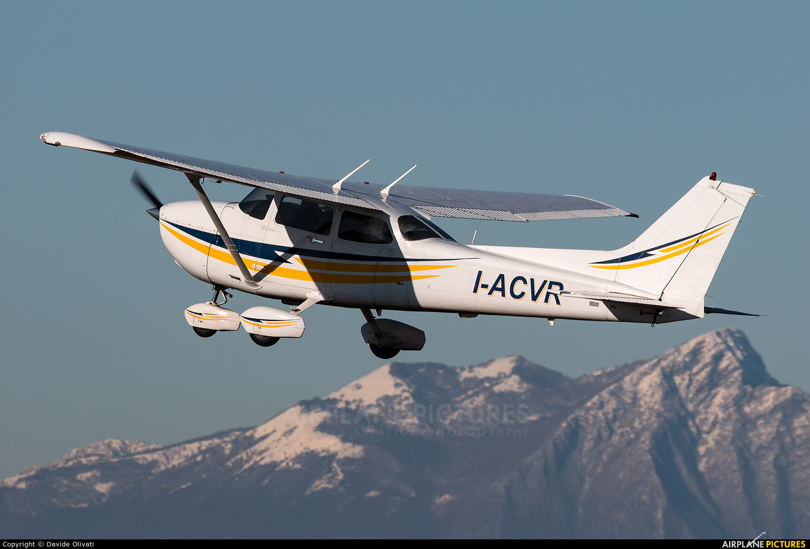Private I-ACVR aircraft at Verona - Boscomantico
