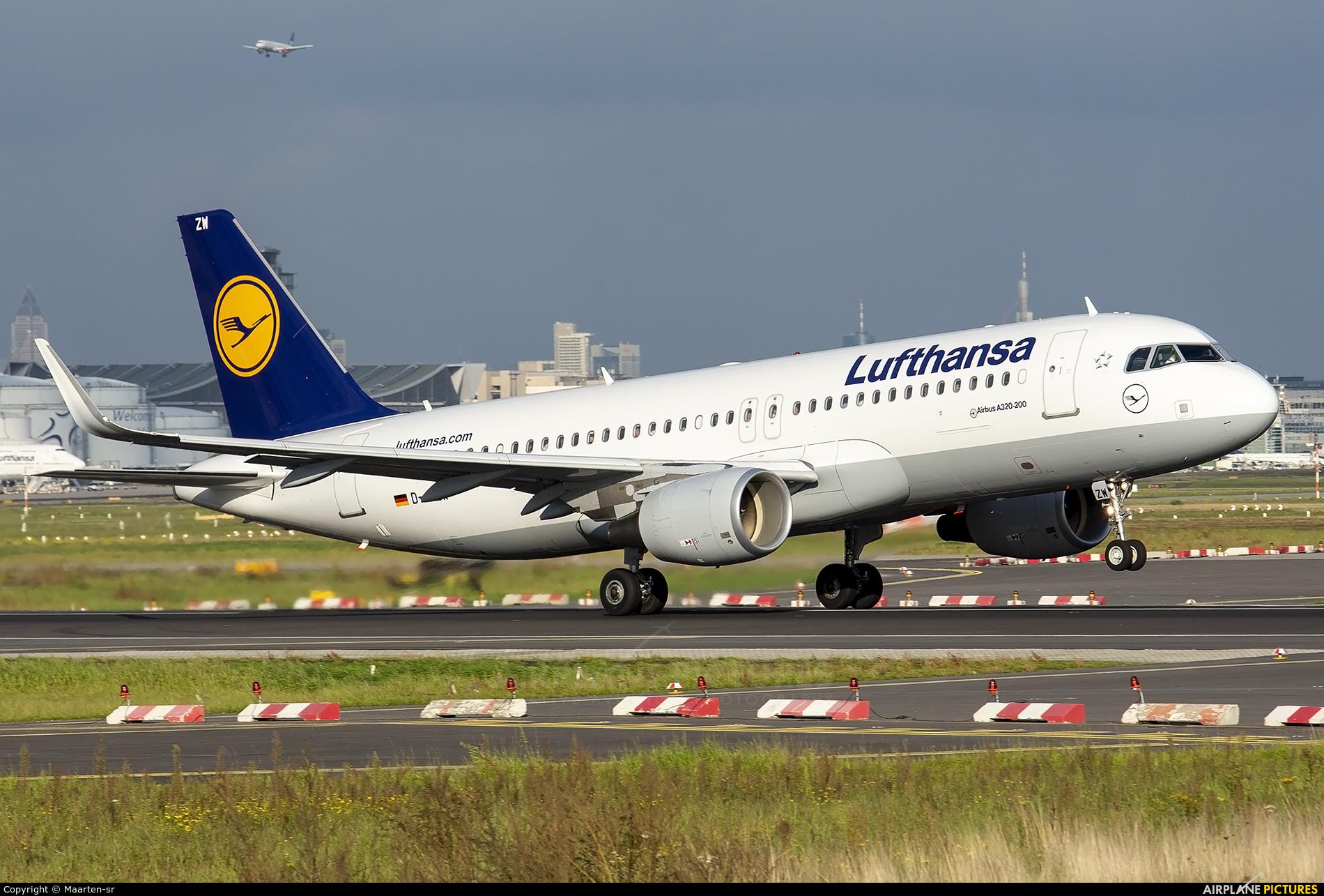 Lufthansa D-AIZW aircraft at Frankfurt