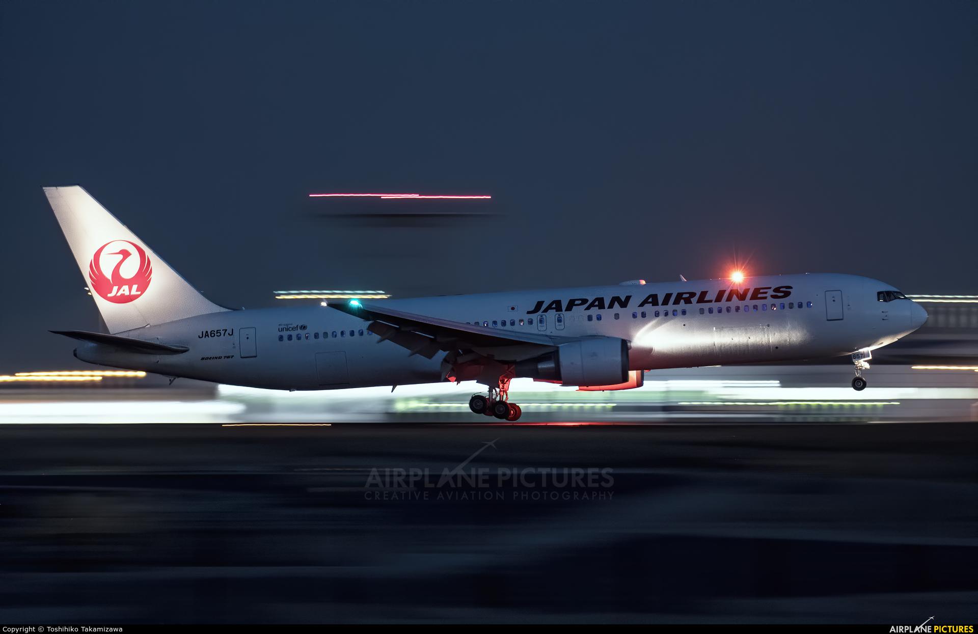 JAL - Japan Airlines JA657J aircraft at Tokyo - Haneda Intl