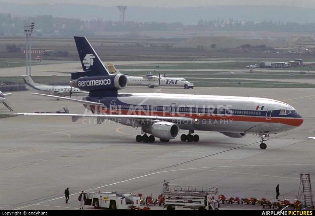 Aeromexico N8228P aircraft at Paris - Orly