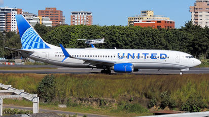 N13248 - United Airlines Boeing 737-800