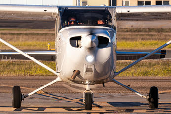 EC-GLO - Flyschool Cessna 172 Skyhawk (all models except RG)