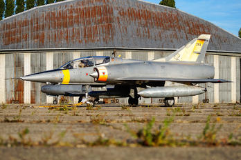 202 - France - Air Force Dassault Mirage III B series
