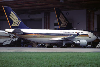 9V-STR - Singapore Airlines Airbus A310