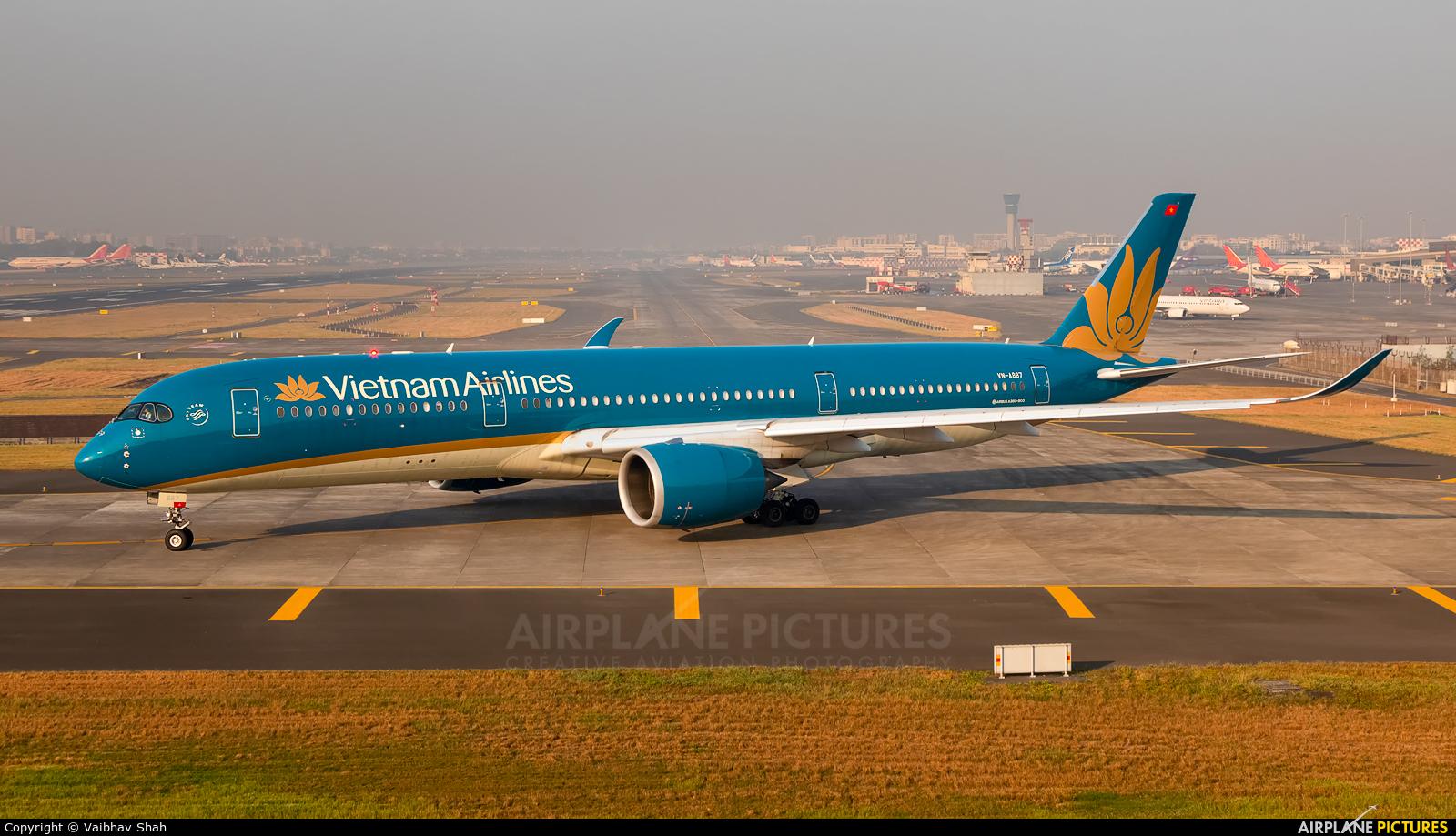 Vietnam Airlines VN-A887 aircraft at Mumbai - Chhatrapati Shivaji Intl