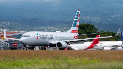 N982AN - American Airlines Boeing 737-800
