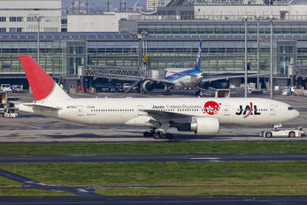 JA702J - JAL - Japan Airlines Boeing 777-200ER
