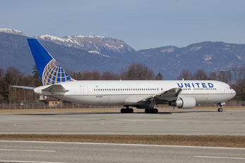 N656UA - United Airlines Boeing 767-300ER