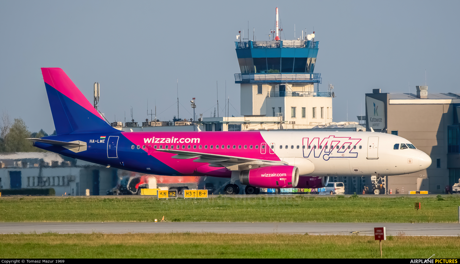 Wizz Air HA-LWE aircraft at Katowice - Pyrzowice