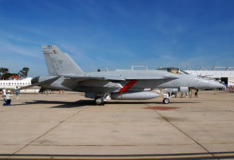 165661 - USA - Navy McDonnell Douglas F/A-18E Super Hornet