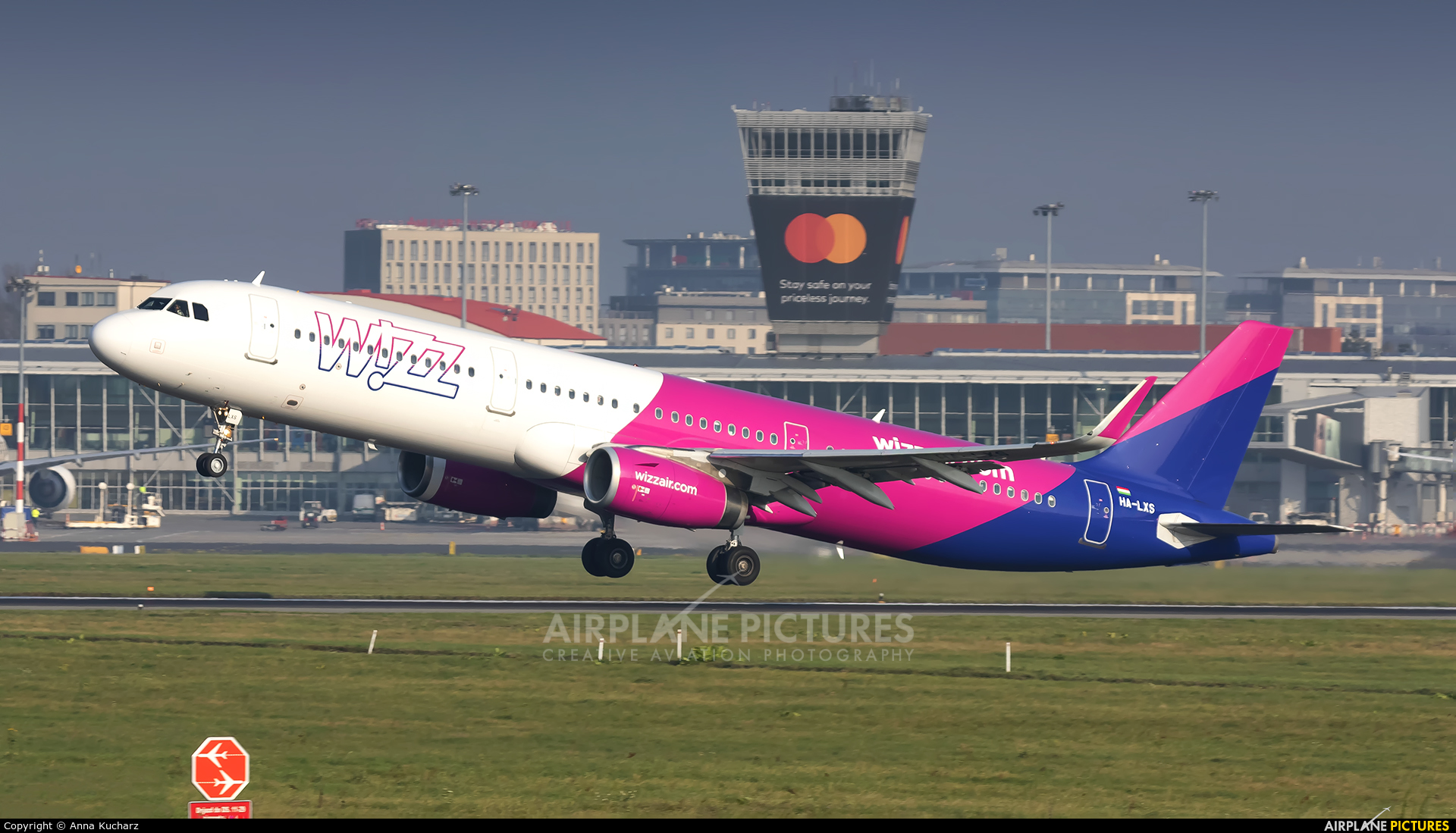 Wizz Air HA-LXS aircraft at Warsaw - Frederic Chopin