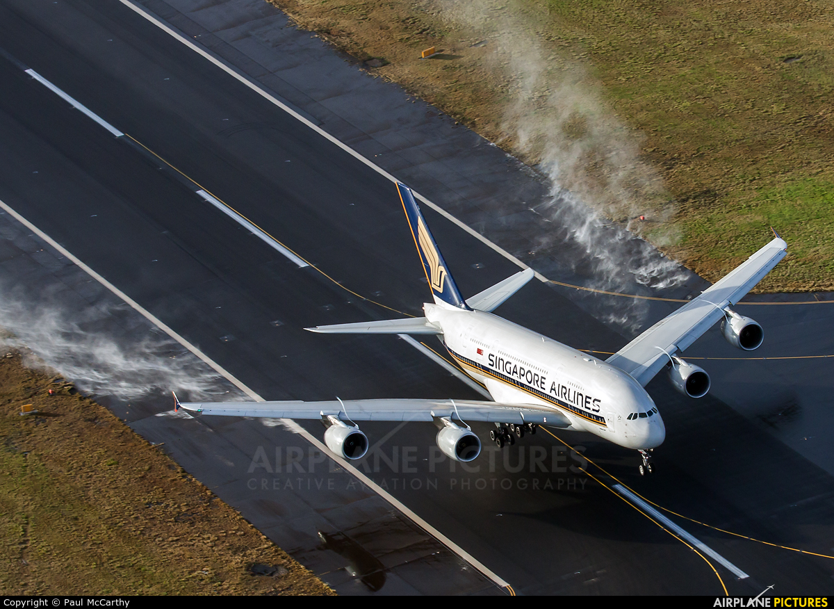 Singapore Airlines 9V-SKD aircraft at Sydney - Kingsford Smith Intl, NSW