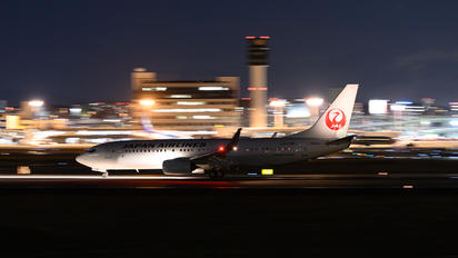JA341J - JAL - Japan Airlines Boeing 737-800